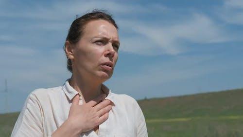 Ein Asthmaanfall in der Natur. Asthmatischer Angriff