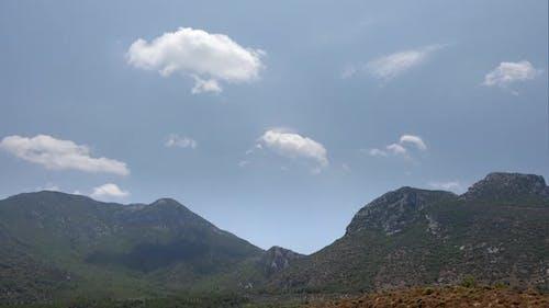 Übermäßig feuchte und feuchte Luft in der Geographie des Trockenwaldes