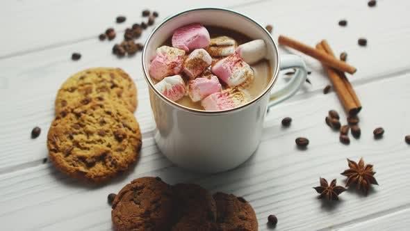 Tasse Kakao mit Marshmallows