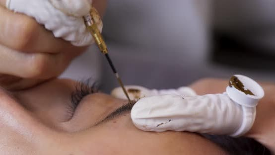 tattooing of eyebrows in beauty salon