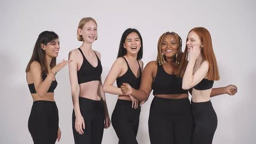 Plus Size and Skinny Models Stand Together