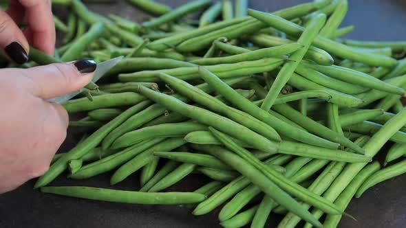 Cleaning green beans