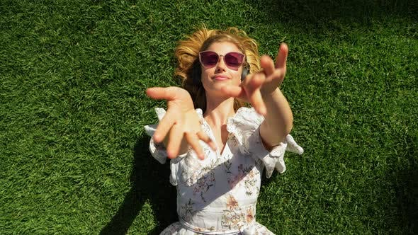 Thumbnail for Model Doing a Hand Dance