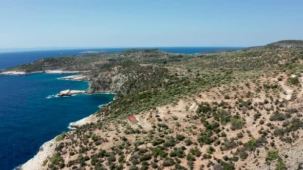 Thumbnail for Drohne fliegt über Türkis Meerwasser