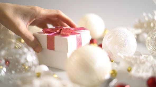 Put Christmas Gift Box