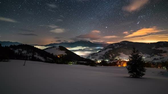 Thumbnail for Sternenhimmel mit Sternen und bunten Wolken über Winter Berge Landschaft