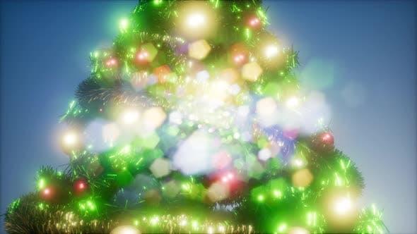 Thumbnail for Joyful Studio Shot von einem Weihnachtsbaum mit bunten Lichtern