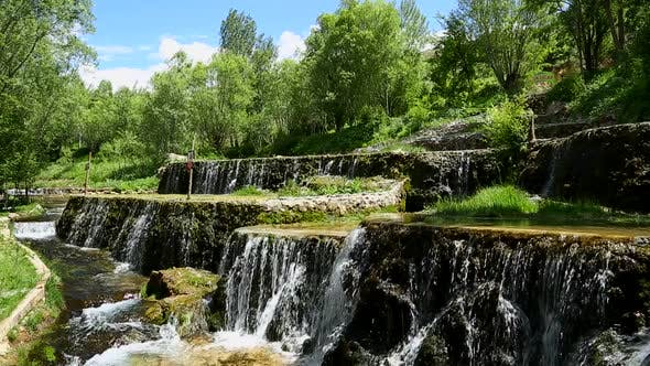 Cover Image for Waterfall