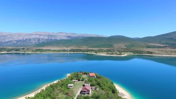 Thumbnail for Luftaufnahme des künstlichen Sees von Peruca, Kroatien