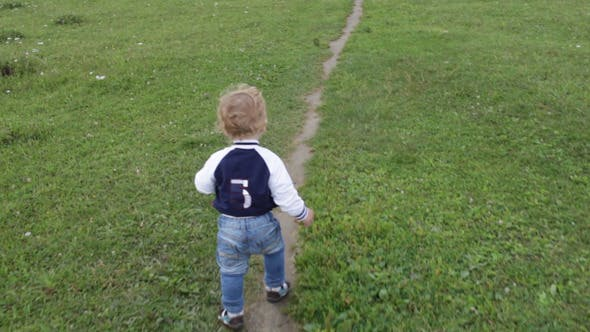 First Steps Of The Kid