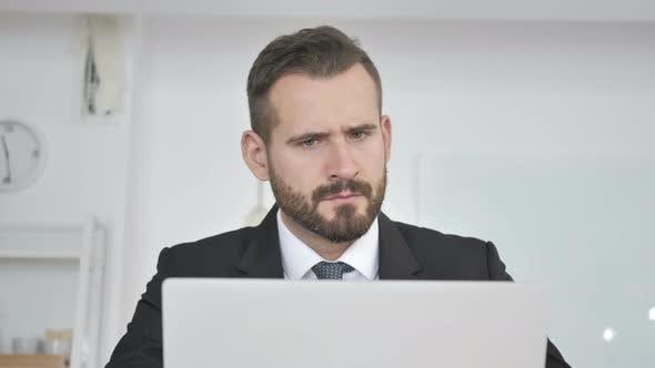 Thumbnail for Brainstorming Geschäftsmann bei der Arbeit, Denken