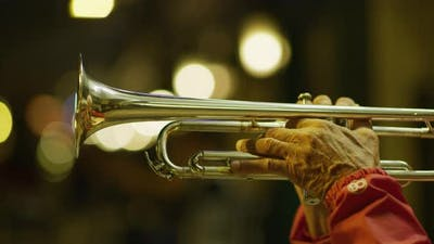 Hands playing the trumpet
