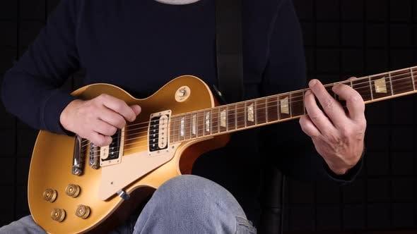 Guitar Reef In Studio