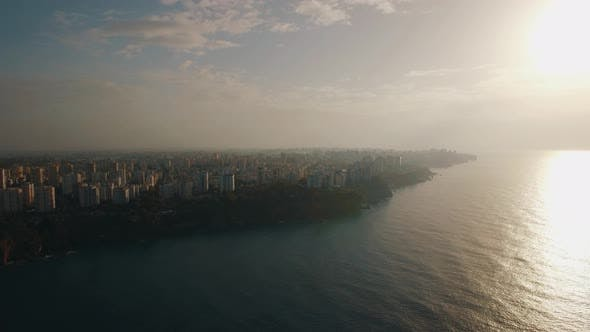 Thumbnail for Ein Luftbild von Abend Antalya an der Küste des Mittelmeers