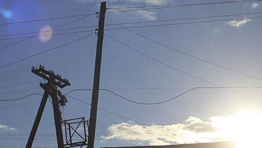Cover Image for Blue Sky And Wires Timelapse