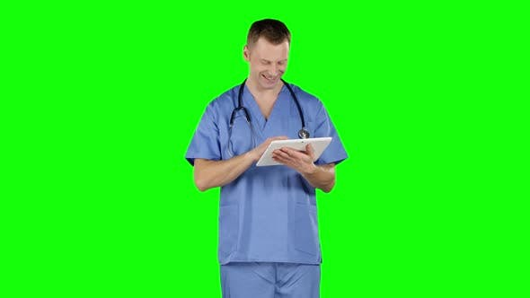 Cover Image for Doctor Uses a Tablet and Shows Thumb, Green Screen