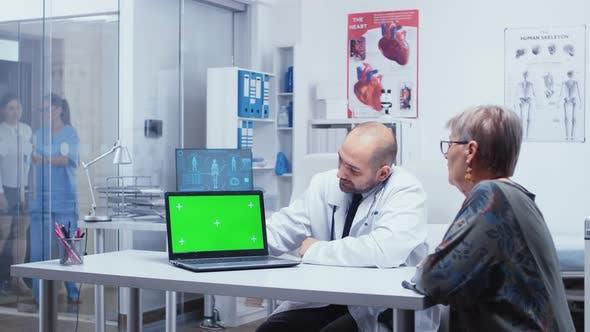Explaining on Green Screen