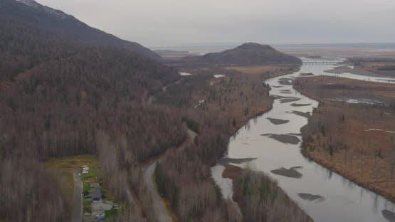 Luftaufnahme mit Hubschrauberaufnahme von Alaksan Wildnis in der Dämmerung, Drohne aufnahmen