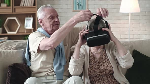 Cover Image for Curious Elderly Couple Experiencing Virtual Reality