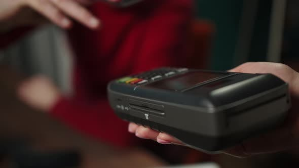 Using Contactless Payment to Observe Safety Protection