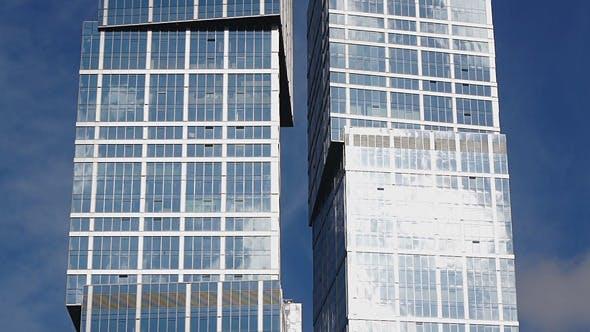 Thumbnail for Wolkenkratzer mit Himmel Reflexionen