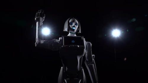 Roboter spricht und wiederholt verschiedene Bewegungen Bye. Schwarzer Hintergrund