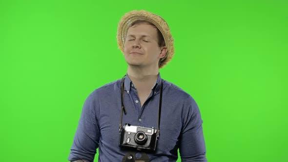 Porträt des Menschen Tourist Fotograf Entspannung mit geschlossenen Augen. Chroma-Key