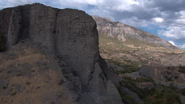 Thumbnail for Luftbild der Berge an einem sonnigen Tag