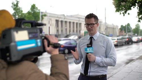 News Reporter Talking Live
