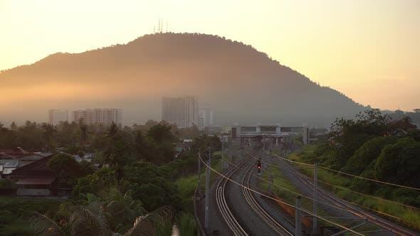 Bahnhof bei Sonnenaufgang am Vormittag