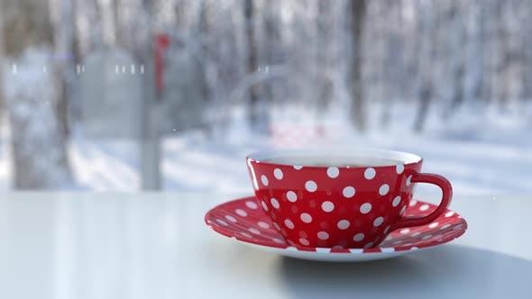 Frühwintermorgen und Polka Dots Red Cup mit Heißgetränk mit Kaffee oder Tee