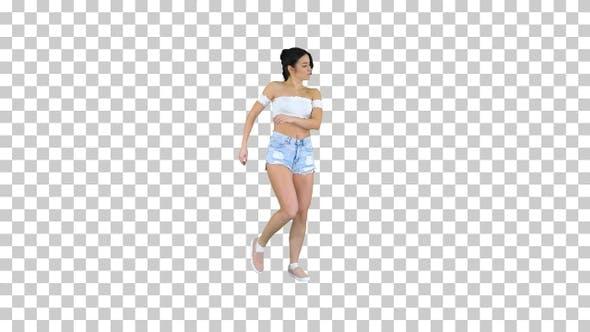 Thumbnail for Entzückende Hispanic weibliche Modell in Denim Shorts Tanzen Alpha
