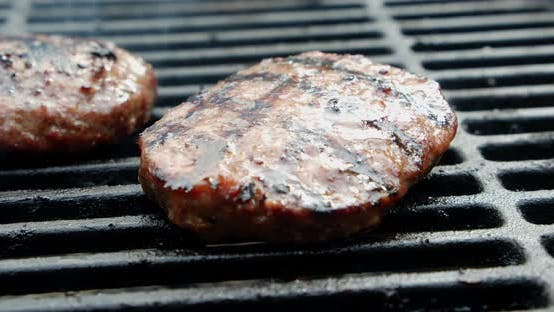 The Meat Burger Is Grilled with Smoke.