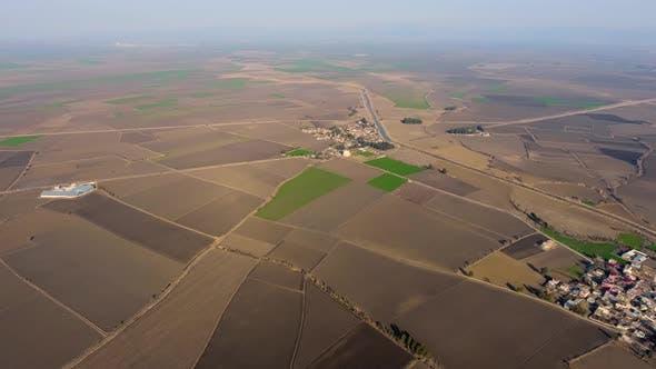 Thumbnail for Braune Felder und Dörfer