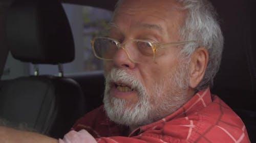 Aged Police Driver Follows Criminal Talking on Radio