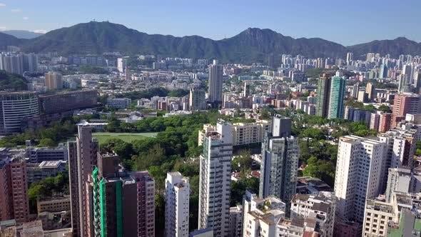 Thumbnail for Drohne fliegen über die Kowloon-Halbinsel in Hong Kong Stadt