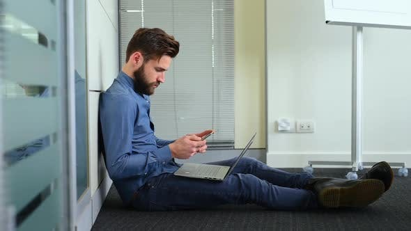 Cover Image for Businessman working in office