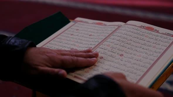 Read Muslim Holy Books