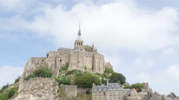 Thumbnail for Frankreich Normandie befestigte Mont Saint Michel durch den Tag 4K 3840X2160 UHD langsam kippen Video - Abbey Mt