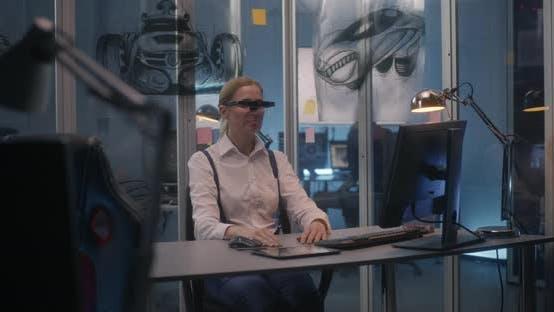 Female Car Designer Using VR Technology