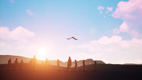 Sunset Silhouette Arabische Männer mit Greifvogel auf Wüstensand
