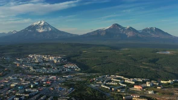 Petropavlovsk-Kamchatsky City bei Sonnenuntergang