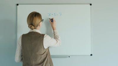The Teacher Solves the Equation in Algebra. Online Lessons for Elementary School