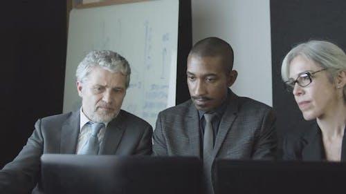 Experten- und Kundengespräch im Büro