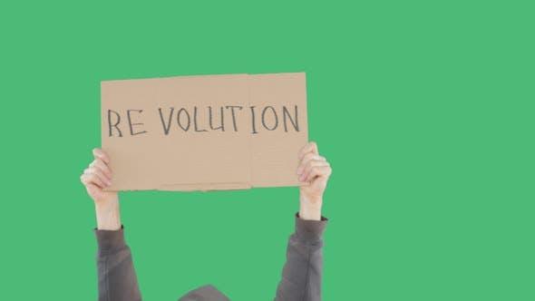 Thumbnail for Protester Hands hält Pappe Banner mit Revolution Inschrift auf grünem Chromakey-Hintergrund
