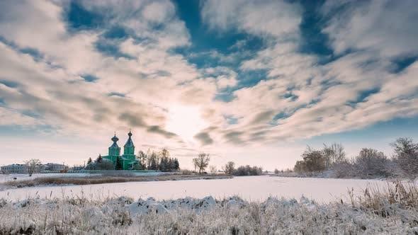 Village Krupets, Bezirk Dobrush, Region Gomel, Weißrussland. Zeitraffer Timelapse Zeitraffer von Alt