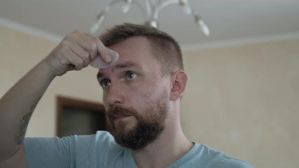 Facial Massage with Gouache Stone