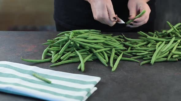 Clean fresh green beans