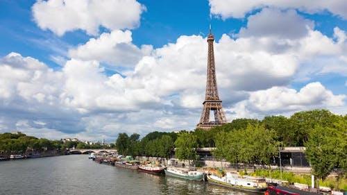 4K UHD timelapse of the Eiffel Tower - La tour Eiffel in Paris France