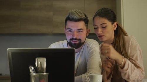 Paar suchen im Internet